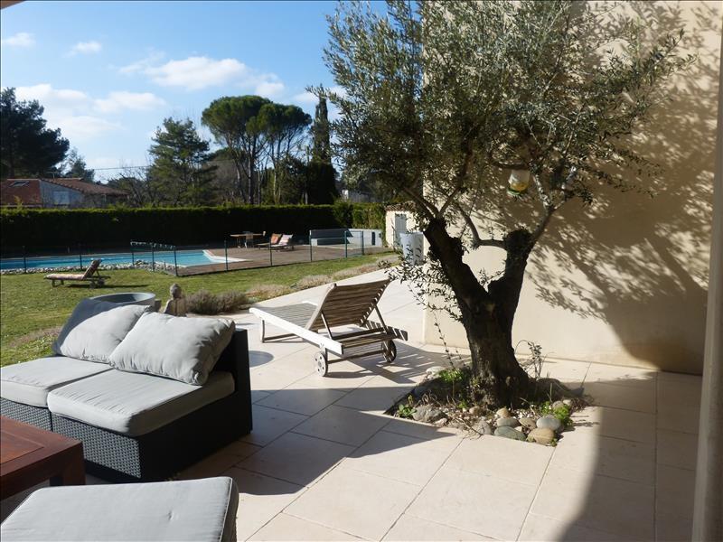 CALAS CABRIES Bastide tout confort d'environ 300m² avec piscine et jardin de 1500m²