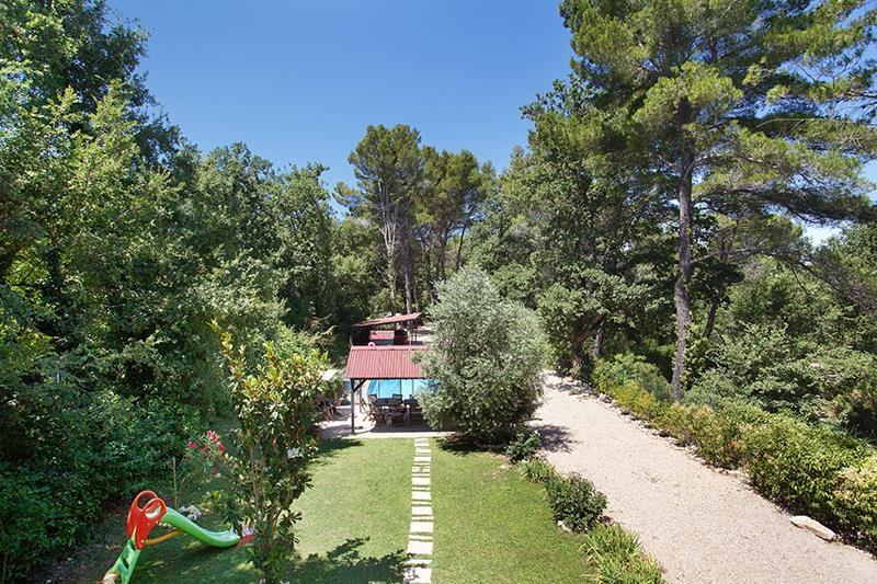 Aix-en-Provence Nord, maison contemporaine d'environ 400 m² avec jardin, garage et piscine