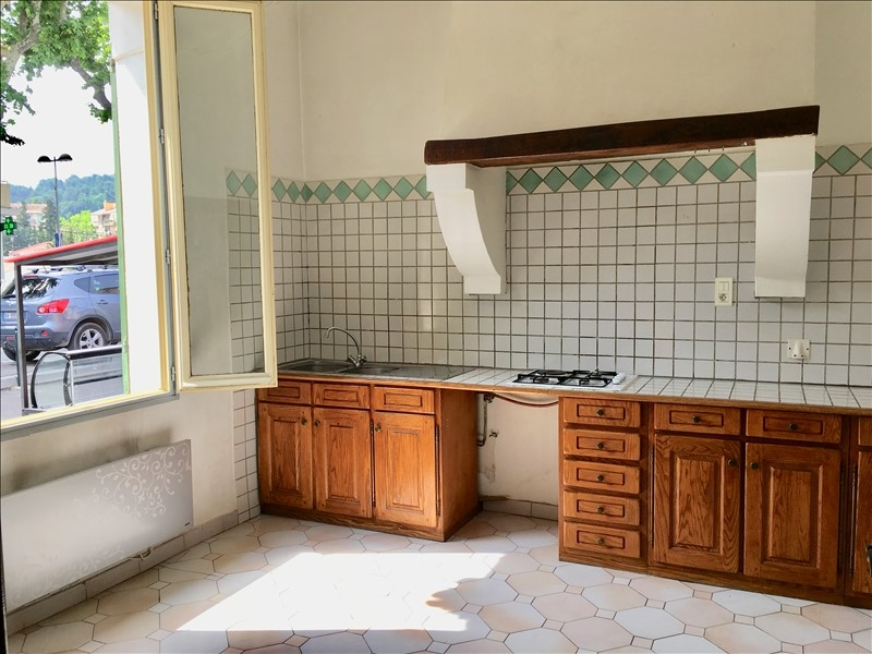 Aix en Provence quartier du Pont de l'Arc, l'Agence Figuière Habitat vous propose une maison de ville d'environ 66m² pour un usage professionnel composé de 3 pièces, d'une cuisine et de sanitaire. Idéalement située , elle est accessible par les transports en communs et proche des accès autoroutes. Elle bénéficie de stationnements faciles à proximité. Ce bien est à voir absolument..  Loyer mensuel TTC : 1200€  Contact  : Léa MAGNIEN 06.69.31.56.70