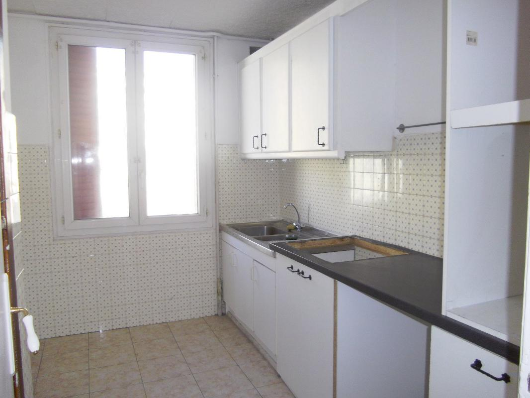 Appartement t4 en exclusivite 4 pieces balcon apercu mer for Appartement marseille t4
