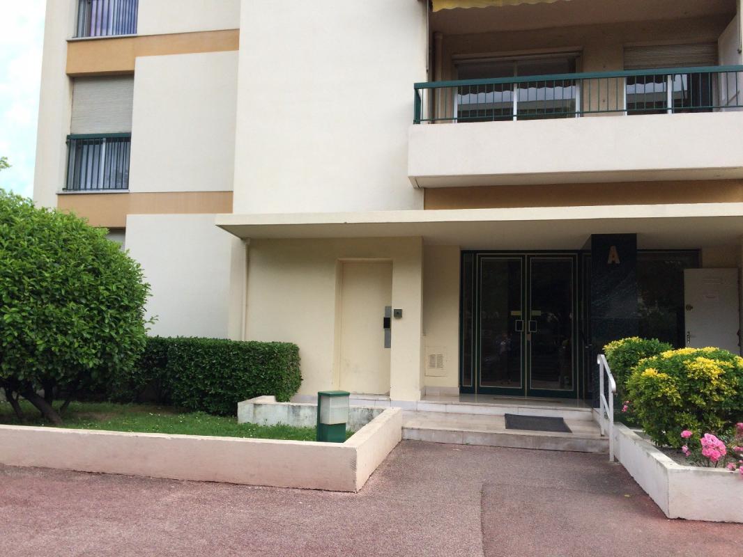 Appartement t1 chambre de service dans belle residence for Chambre de service