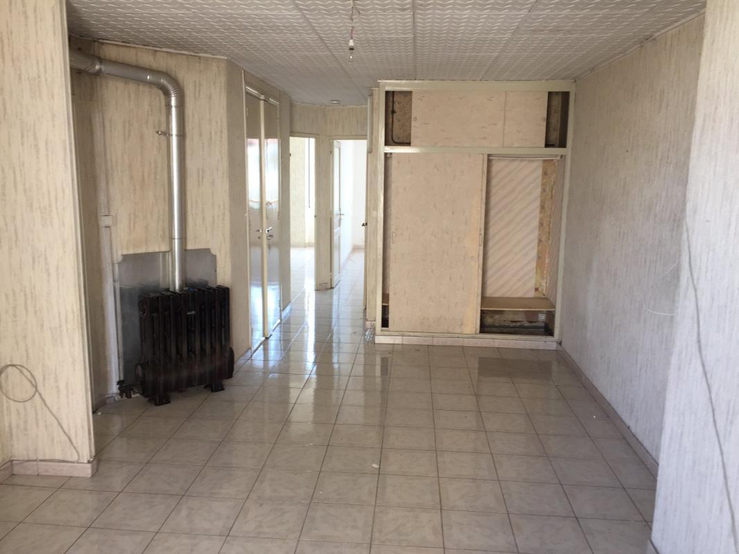 Appartement  T3 Appartement type 3 traversant balcon Marseille 13001 Marseille