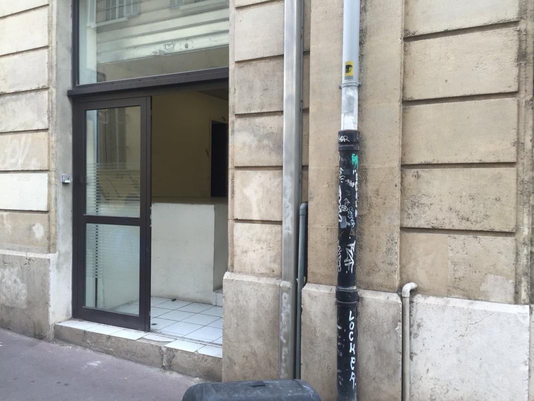 Marseille 13006, dans un batiment classé, murs commerciaux o