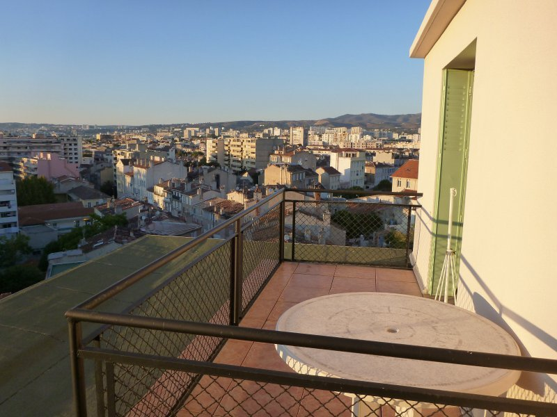 Appartement t2 2 pieces dernier etage terrasse garage for T2 marseille terrasse
