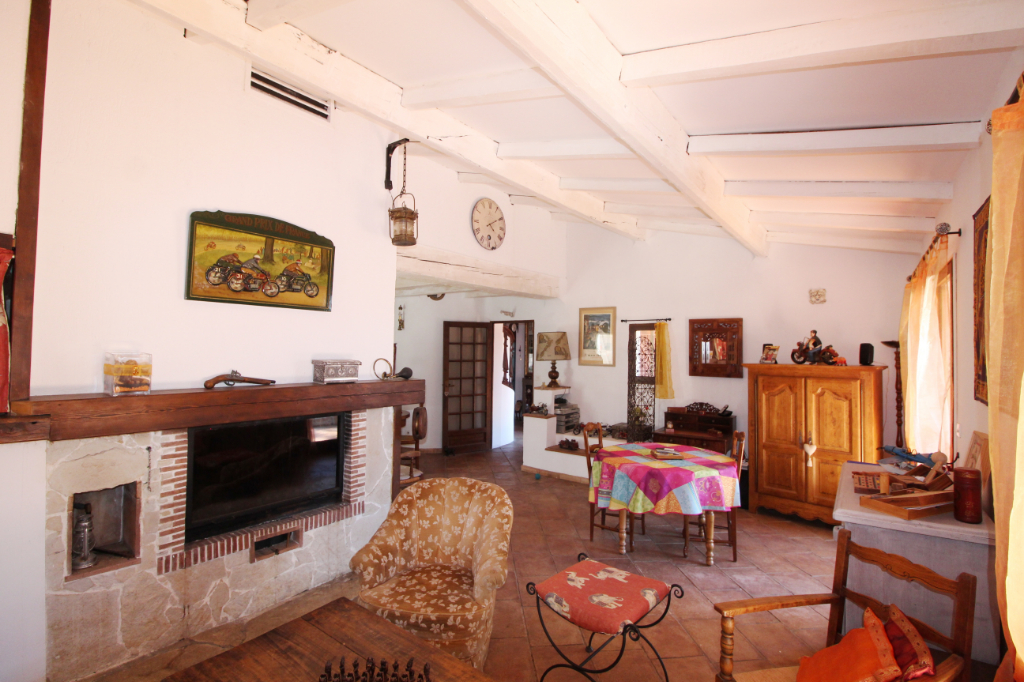 Maison Signes 5 pièces de 130 m² Construction traditionnelle - Superbe piscine