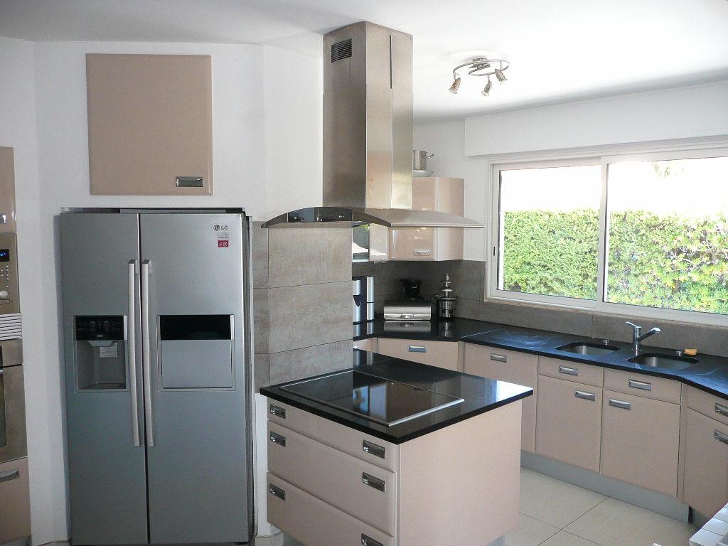 Maison Sanary  8 pièces de 240 m² - Piscine - En 2 appartements