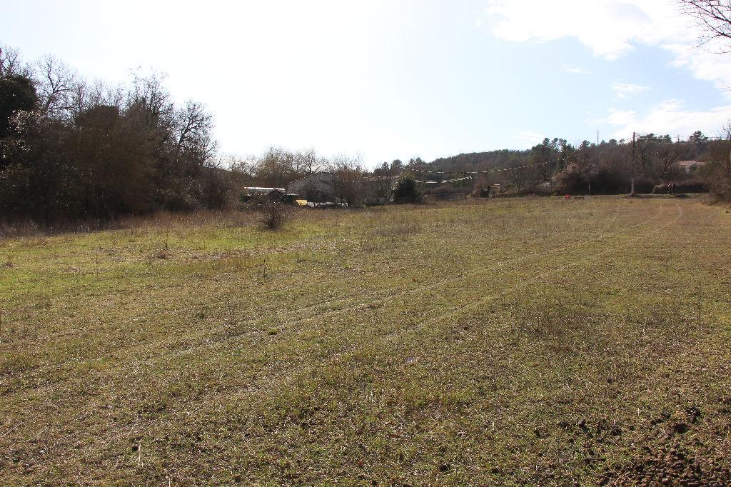 Terrain à bâtir Montmeyan 812 m² proche du village - Viabilités en bordure