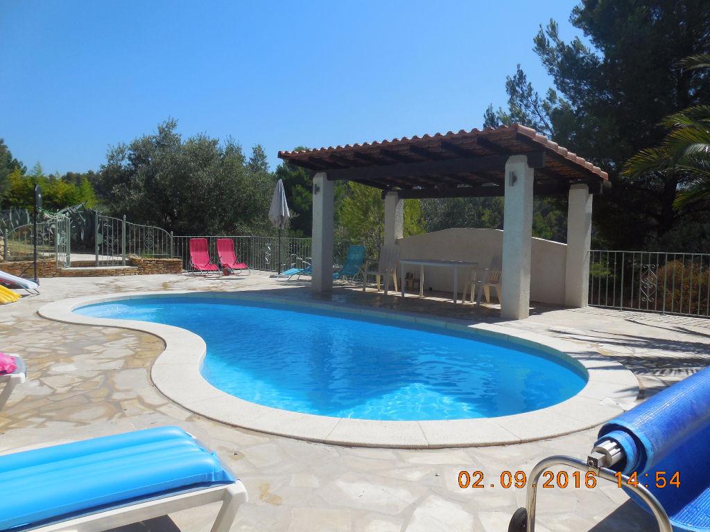 Villa Le Beausset 7 pièces de 220 m² - piscine pool house - 5000 m² de terrain