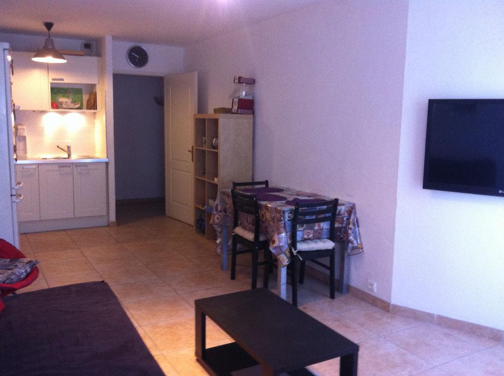 Appartement Hyères - 2 pièces de 43 m² - Terrasse - Stationnement privatif en s-sol