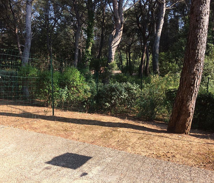 Sanary T2 de 31m² meublé avec terrasse et jardinet