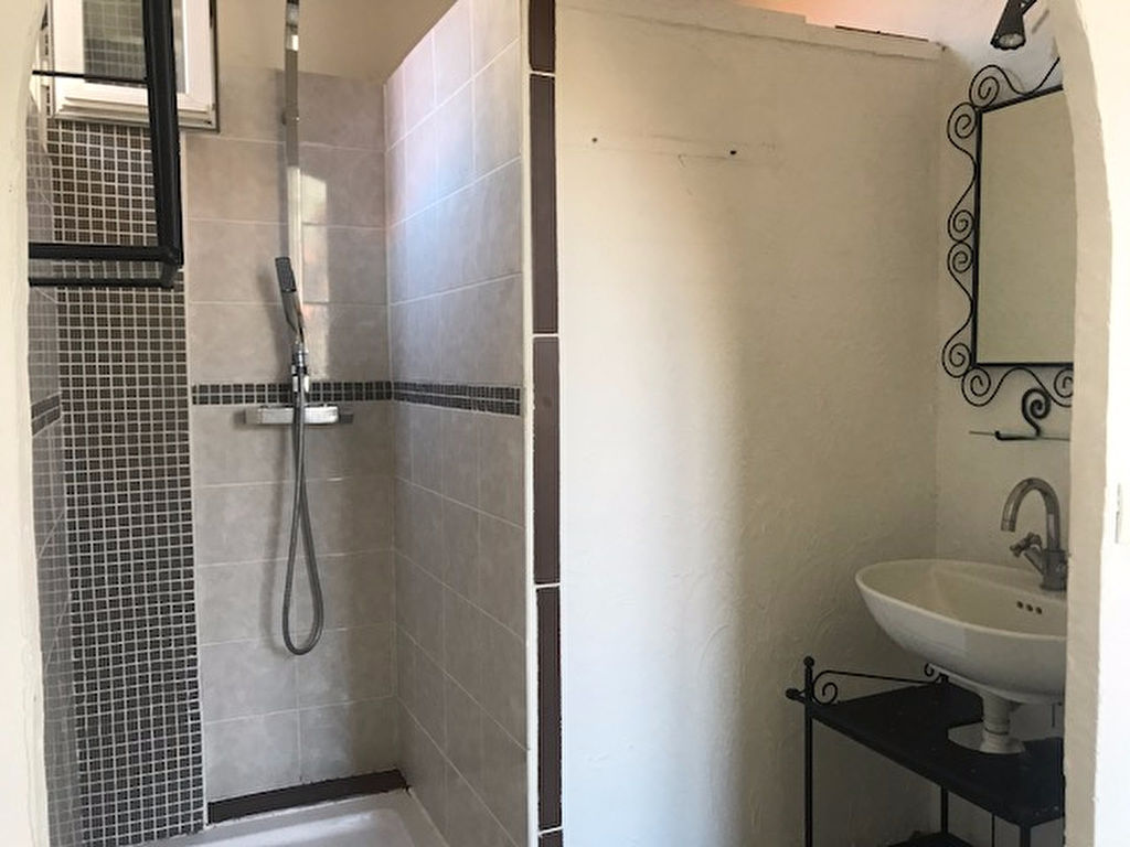 Appartement Toulon 2 pièces de 50 m²  avec balcon- En parfait état-