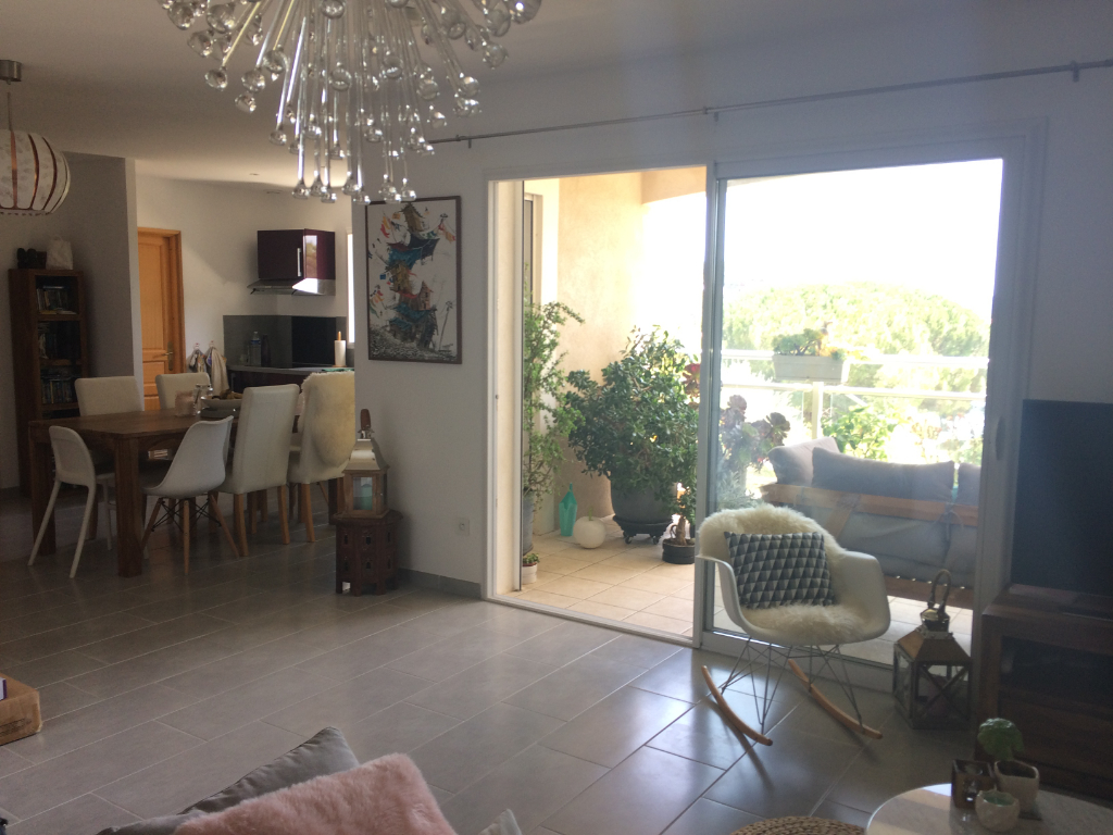 Appartement T3 Haut de villa Sanary Dans villa récente - Vue Mer