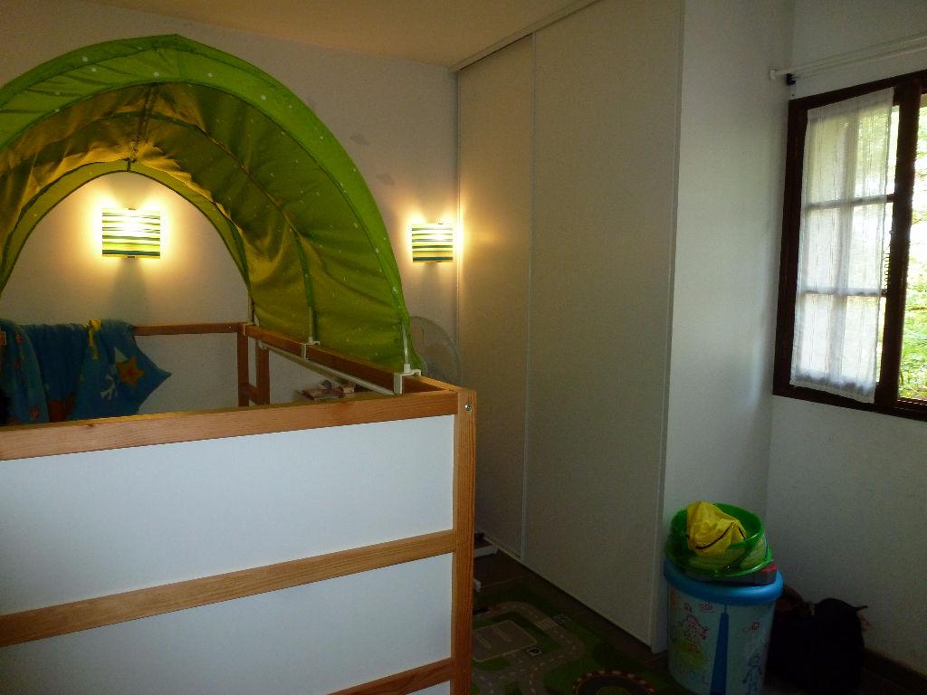 Appartement type 3 avec terrasse et deux places de parking LE BEAUSSET (83330)