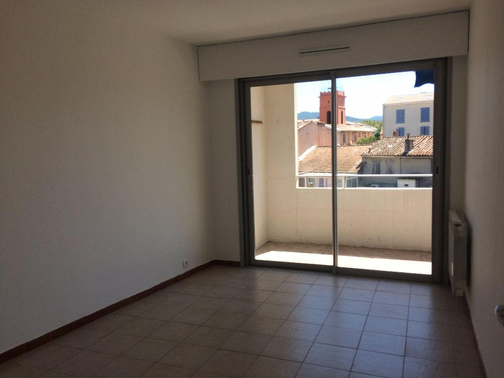 SIX FOURS - T3 de 67m² avec parking et terrasse
