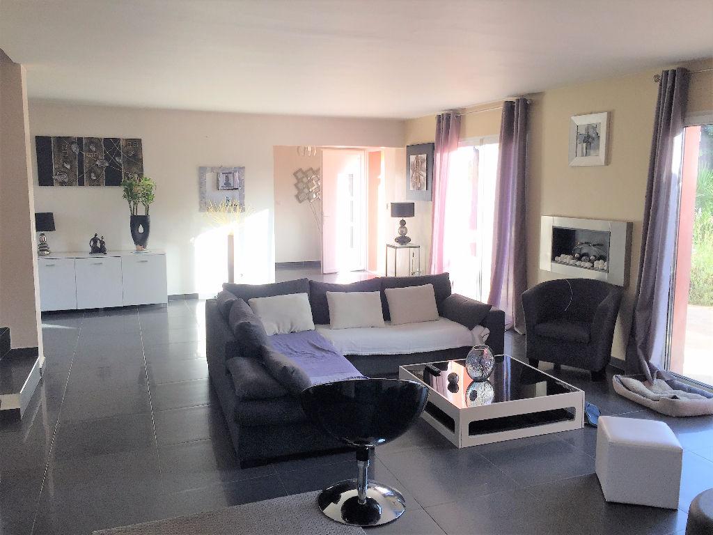 Villa Le Castellet  83330 7 pièce(s) 155 m²