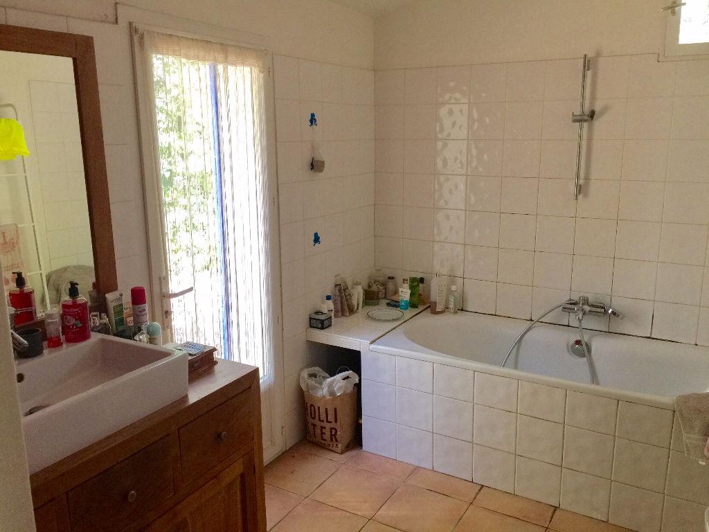 A SIGNES Vente maison T4 agréable - Rénovée - 4500 m² de terrain
