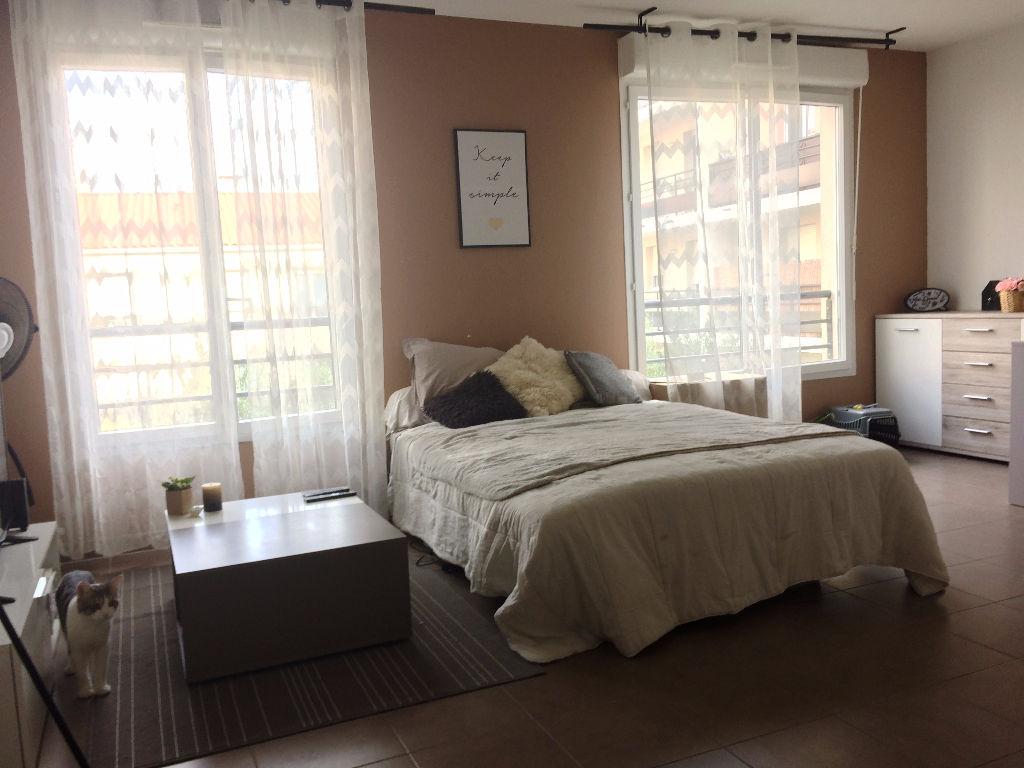 Dans une résidence - Studio meublé de 33m² a la Seyne sur Mer, avec place de parking