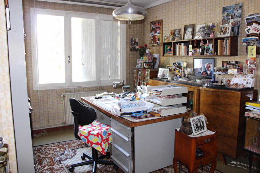 Appartement Toulon 5 pièce(s) 88.45 m2 - A rénover - Beau potentiel