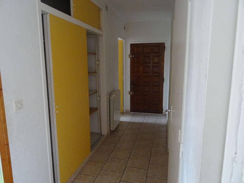 Toulon ouest Les routes - Appartement 3 pièces d'environ 64 m². Beaux volumes et lumineux