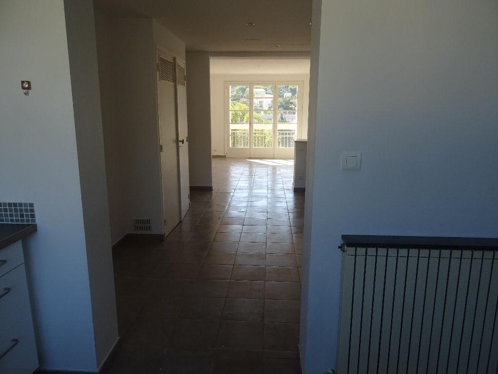 Toulon ouest - Appartement de type 3 - 69 m² rénové - Parking collectif