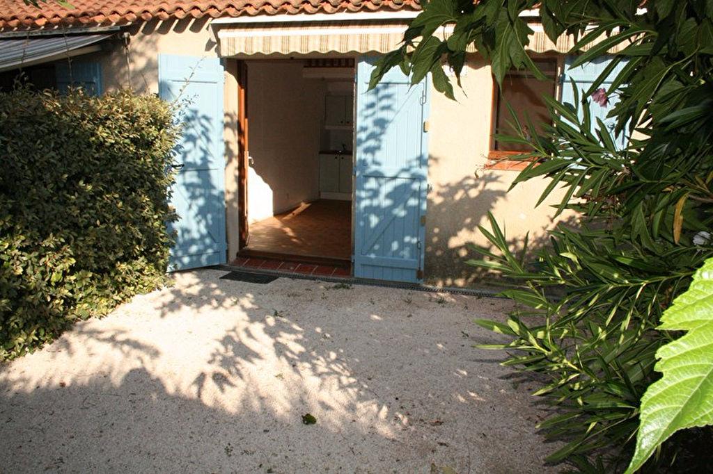 Villa club avec jardin et place de parking 83330 ( LE BEAUSSET)
