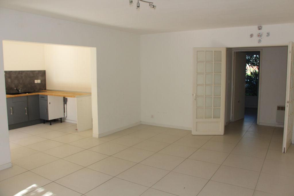 Appartement Hyeres 3 pièce(s) 67 m² avec jardin privatif de 60 m²