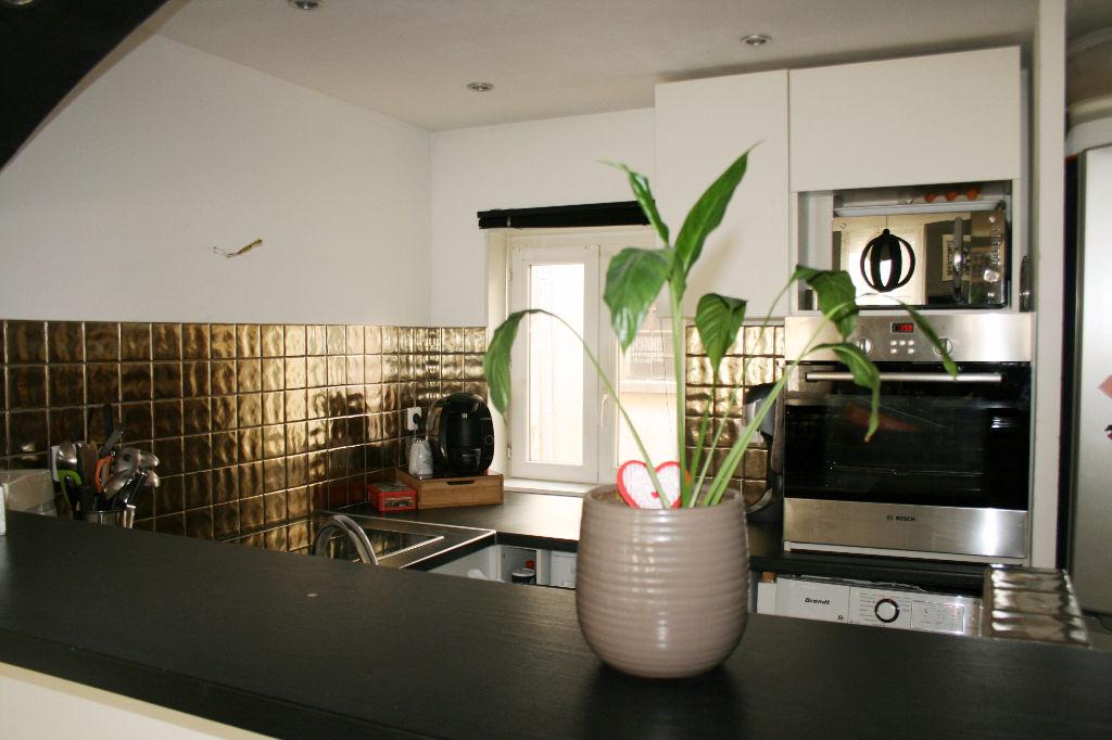Appartement entièrement rénové de type 3 (83330) LE BEAUSSET