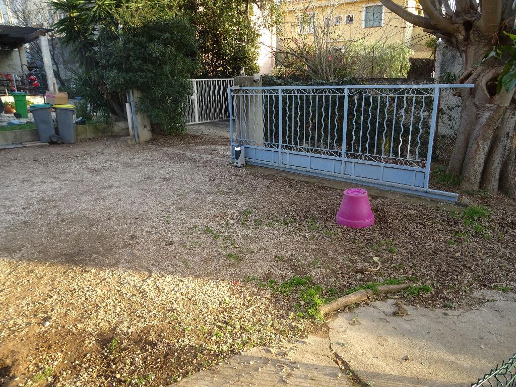 appartement bas de villa de type 4 Toulon ouest  jardin privatif de 300 m²