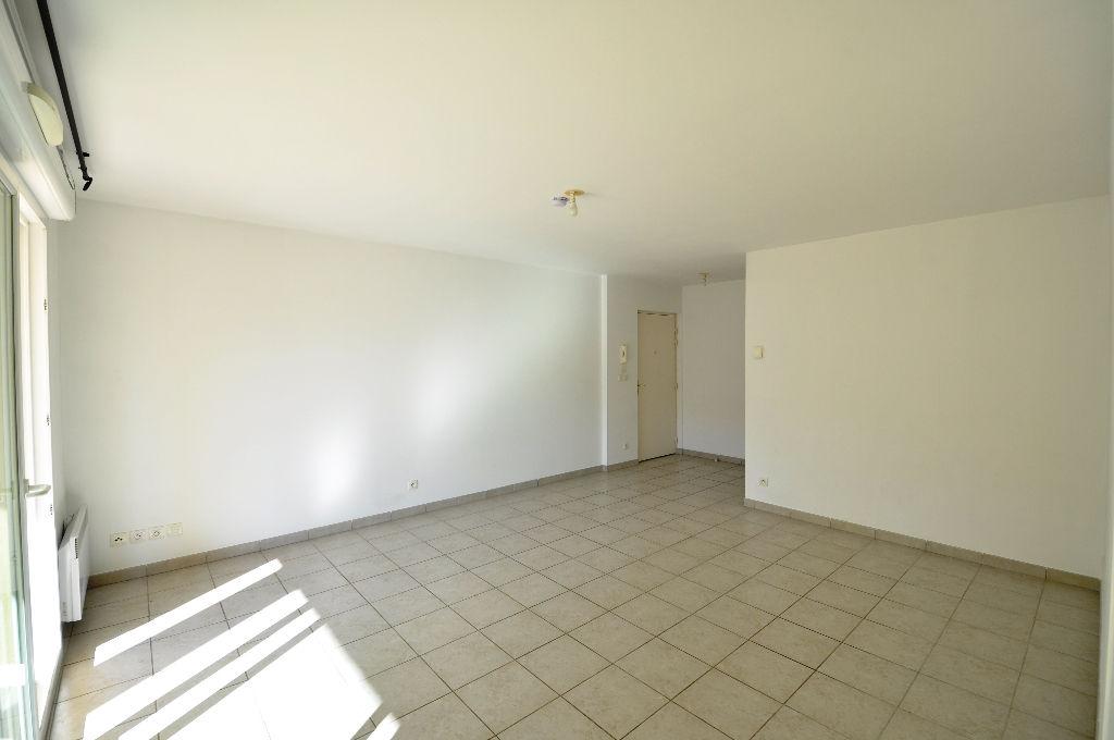 Appartement Six Fours Les Plages 3 pièce(s) 65 m2 avec terrasse et garage