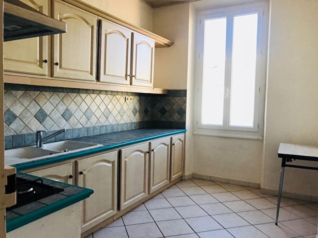 Appartement  2 pièce(s) 55 m2 dans petit immeuble art déco