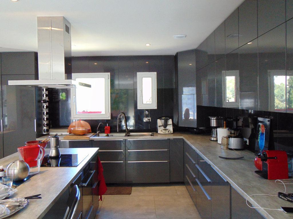 Vente maison de plain-pied Evenos T4 de 158 m² - Piscine et prestations de qualité