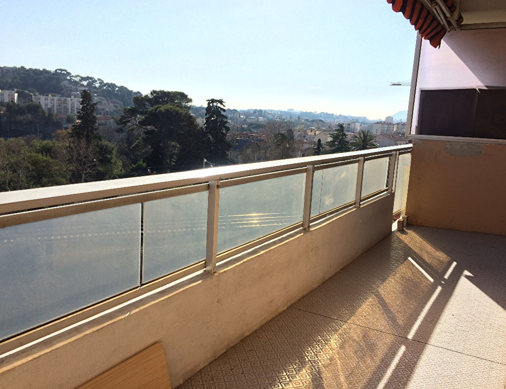 Toulon Est,  T3 de 70m² avec balcons, cave et place de parking privative