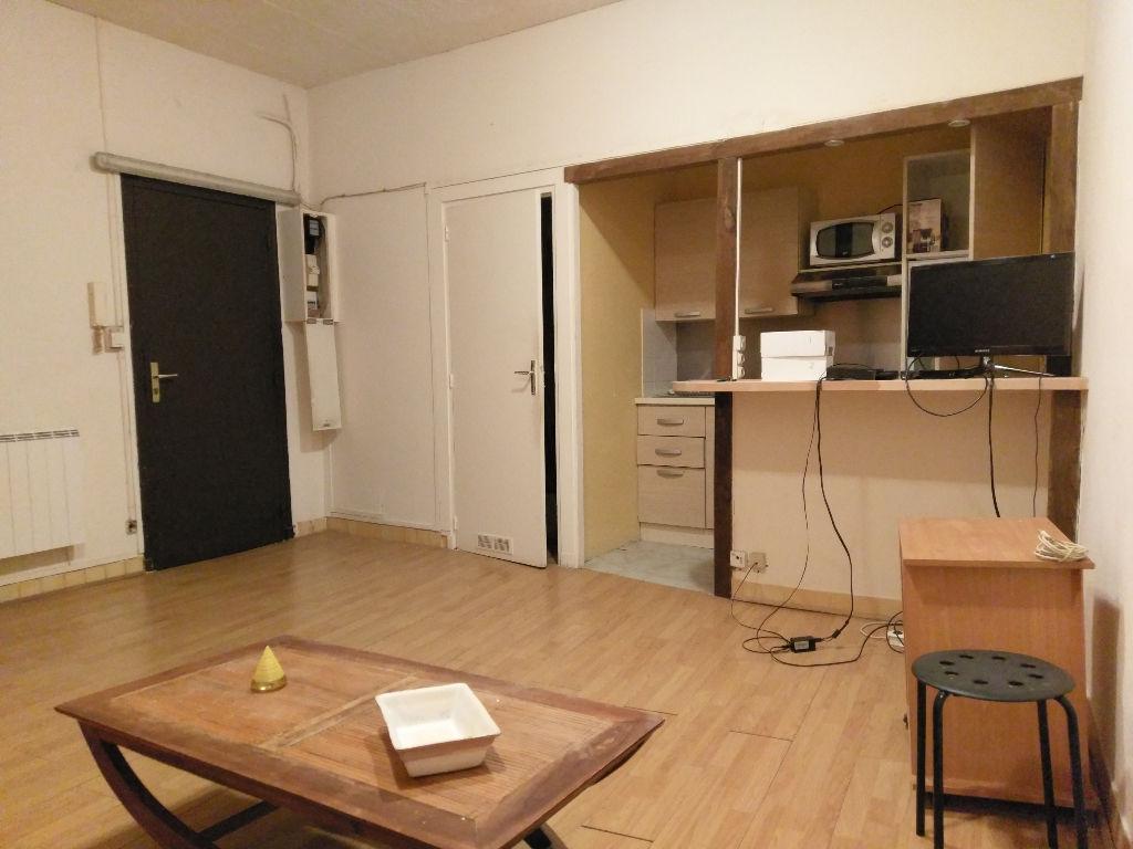 Vente studio TOULON - Proche place PUGET - Idéal investissement locatif