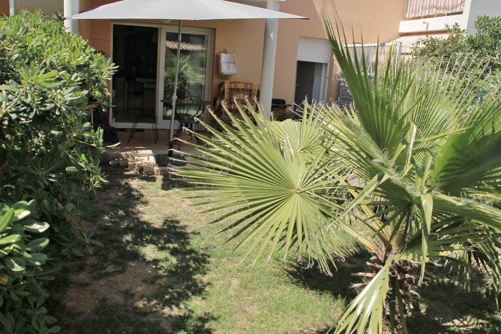 Appartement Sanary Sur Mer 2 pièces de 47 m² en rez-de-jardin