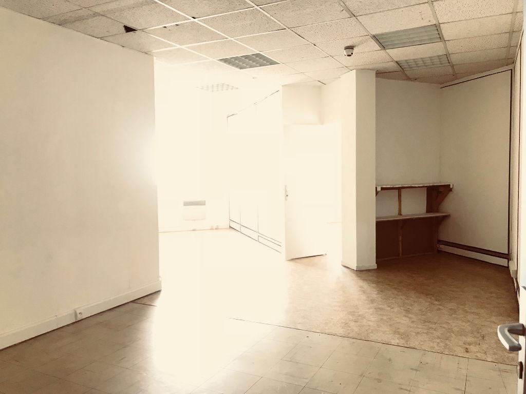 660 m² de surface commerciale à Toulon (83000)