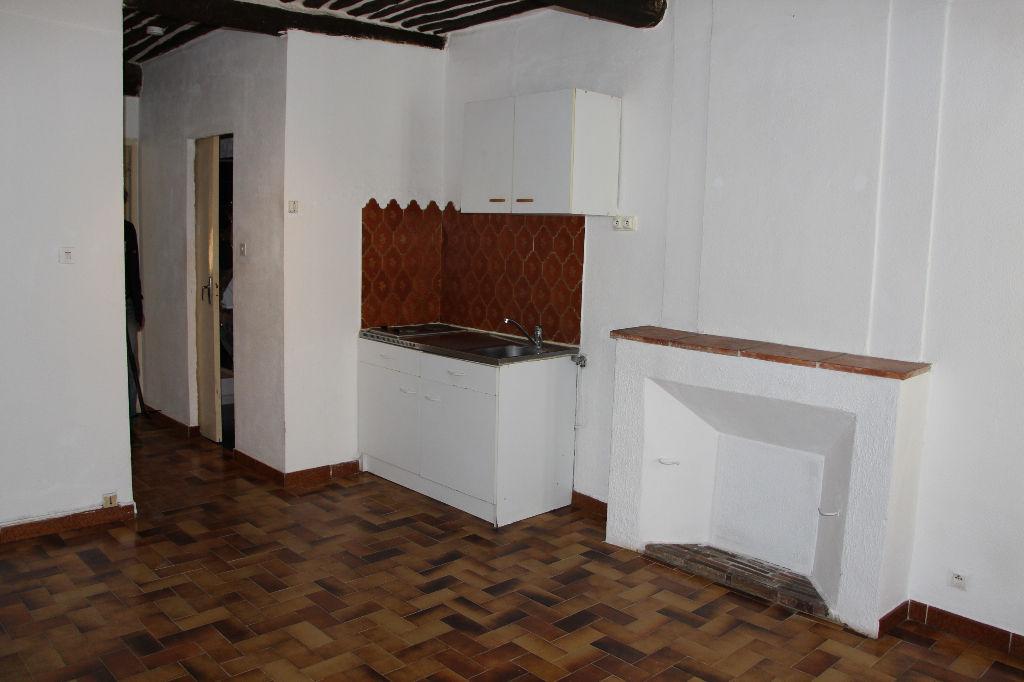 A vendre - Appartement Ollioules - 2 pièces traversant - Proche commerces