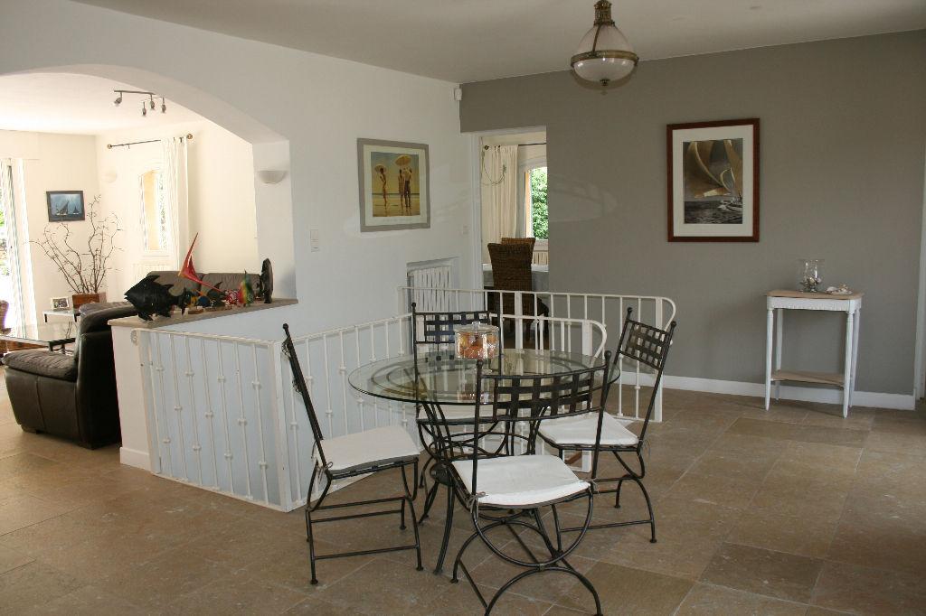A vendre Maison LE CASTELLET - 236 m² sur 5000 m² de terrain (83330)