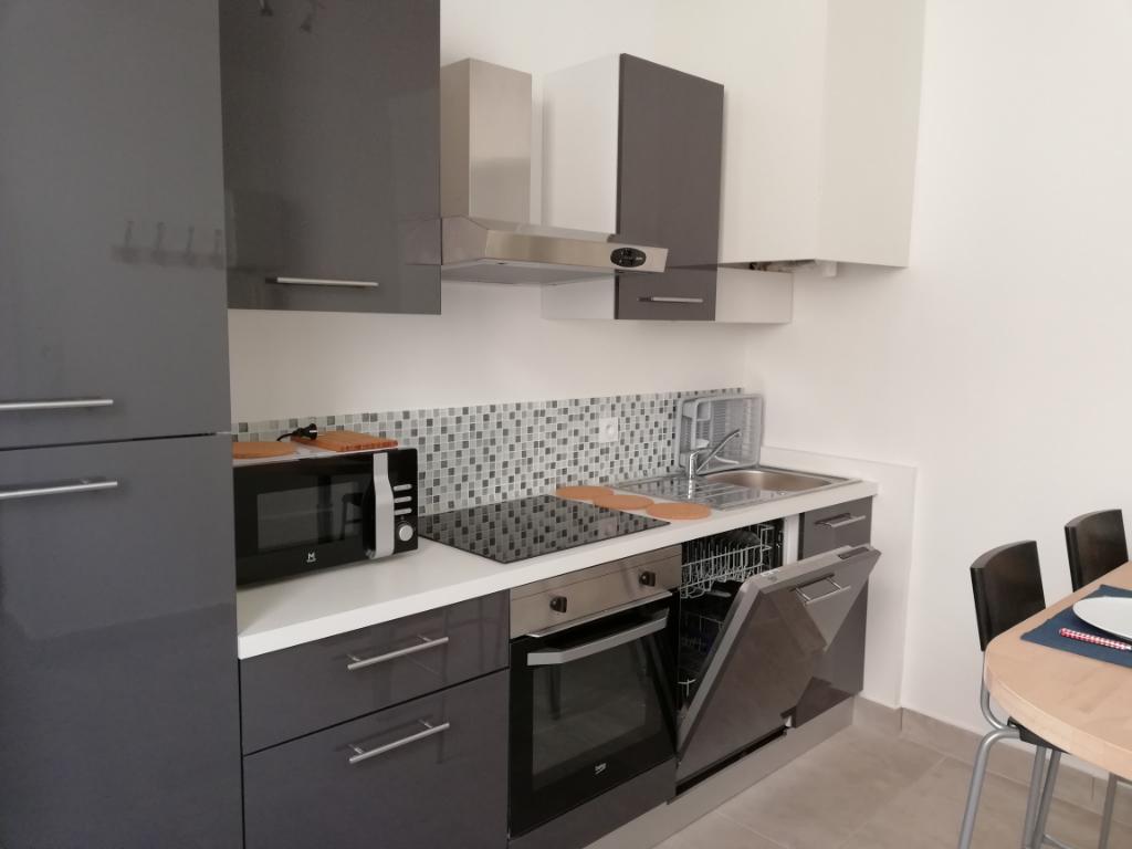 a louer appartement toulon 3 pi ce s meubl r nov centre ville agence orpi agence cabanis. Black Bedroom Furniture Sets. Home Design Ideas