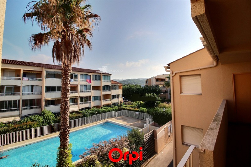 Appartement t2 sanary sur mer agence cabanis orpi agence - Residence vacances var avec piscine ...