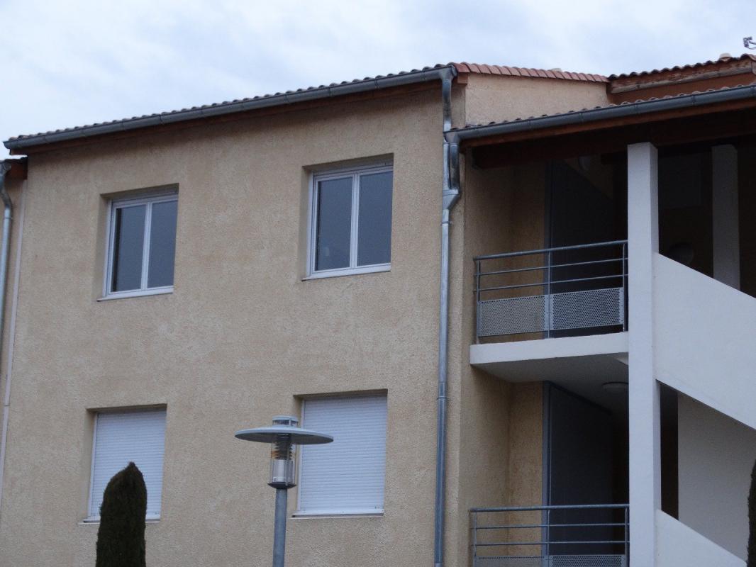 appartement t2 appartement de type 2 avec terrasse et parking digne les bains syneo immobilier. Black Bedroom Furniture Sets. Home Design Ideas