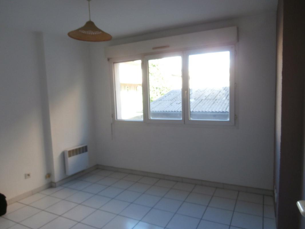 investir dans un local commercial la ciotat 13600. Black Bedroom Furniture Sets. Home Design Ideas
