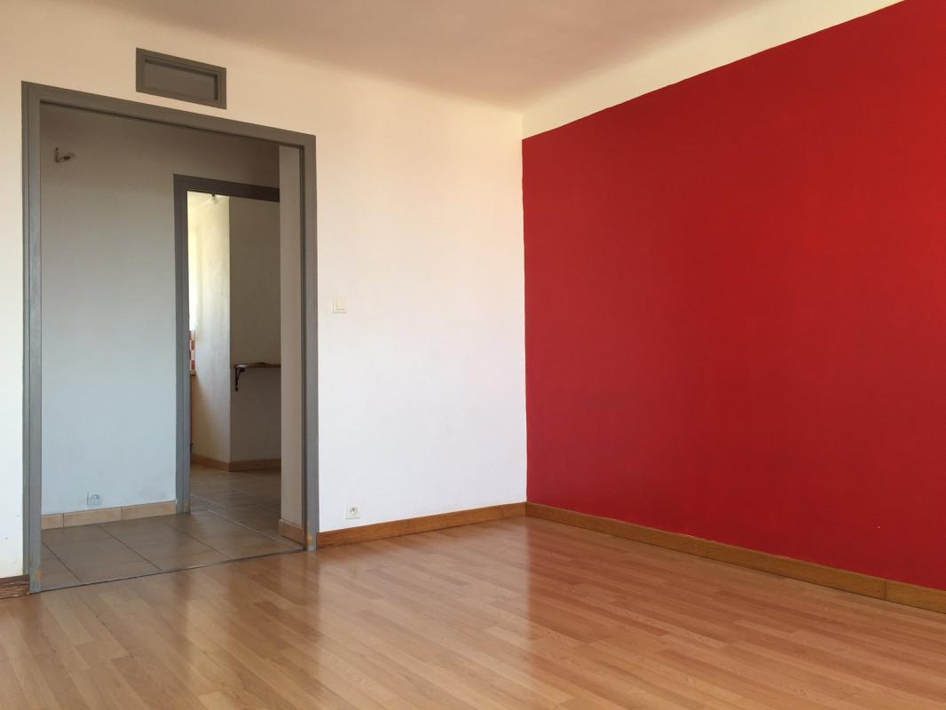 vente d 39 appartements et de maisons sur la garde azur provence. Black Bedroom Furniture Sets. Home Design Ideas