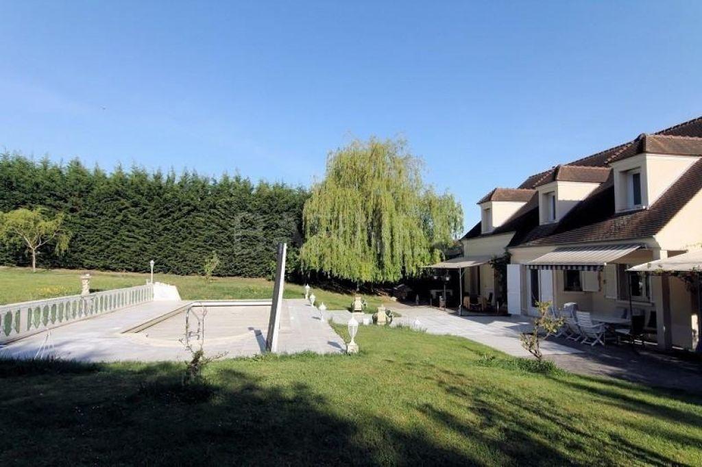 Maison avec une piscine à Chambourcy