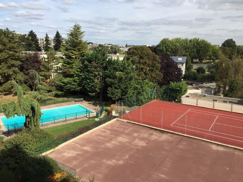 Bel appartement 3 pi ces avec balcon piscine tennis dans for Piscine le pecq