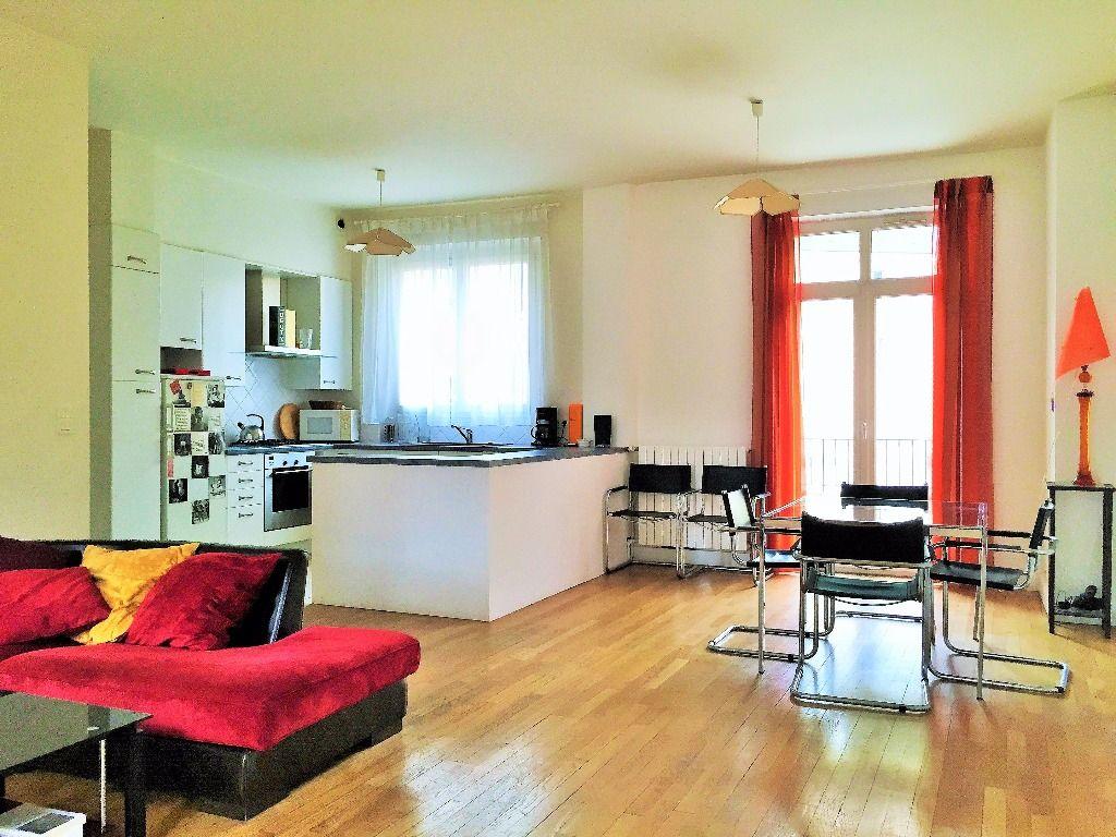Esprit loft pour ce superbe appartement avec terrasse et balcon à Saint Germain en Laye
