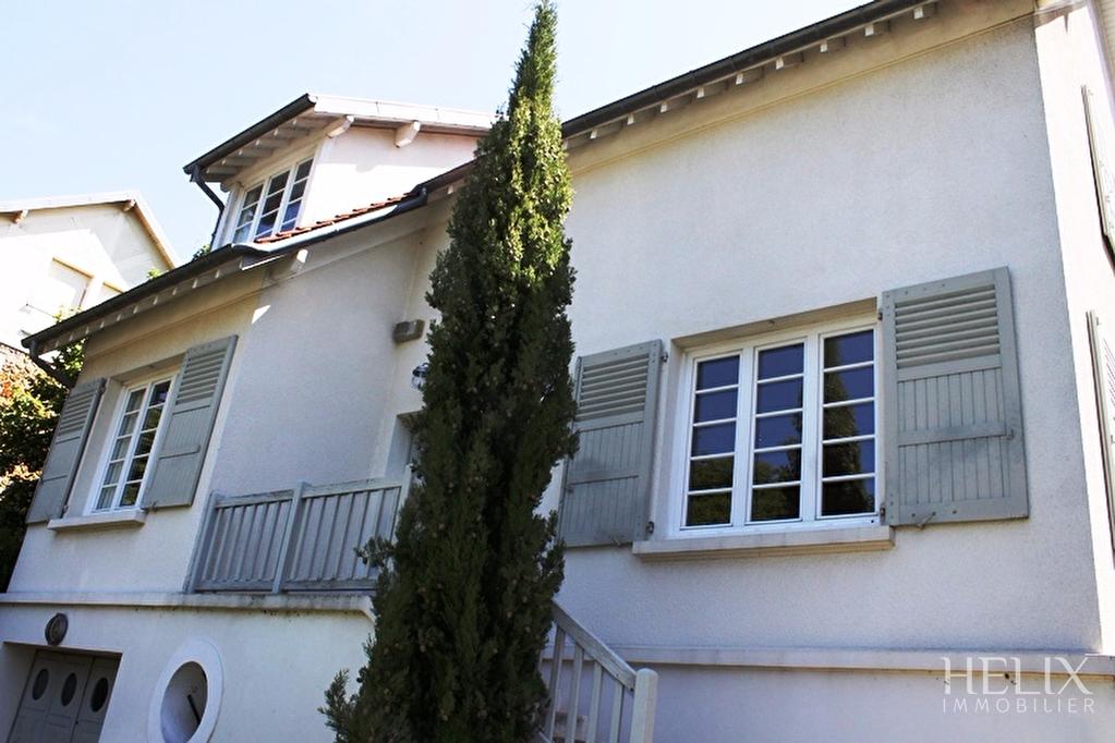 Maison Saint Germain En Laye 8 pièce(s) 160 m2