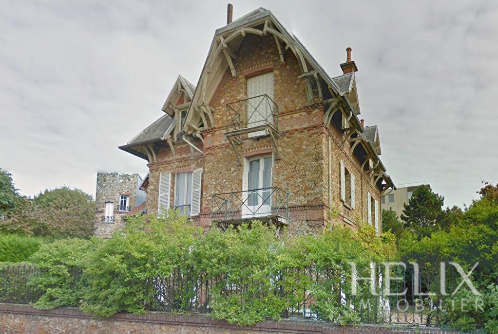 Maison Saint Germain En Laye 10 pièce(s) 210 m2