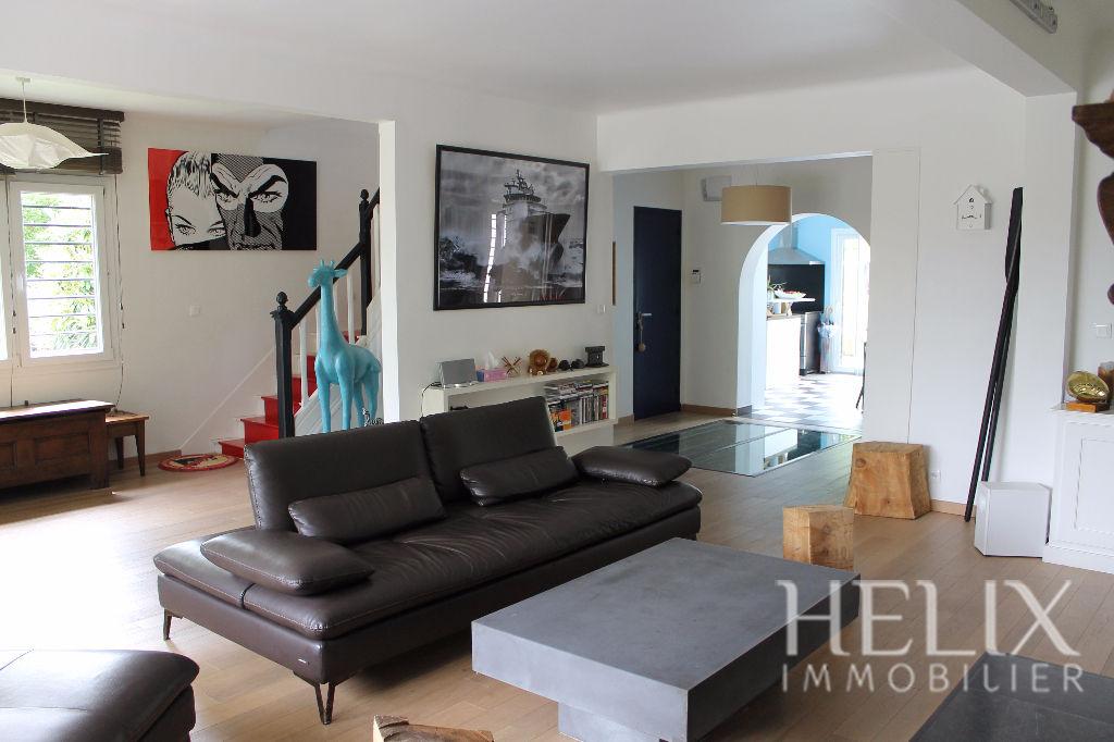 Maison  8 pièce(s) 215 m2