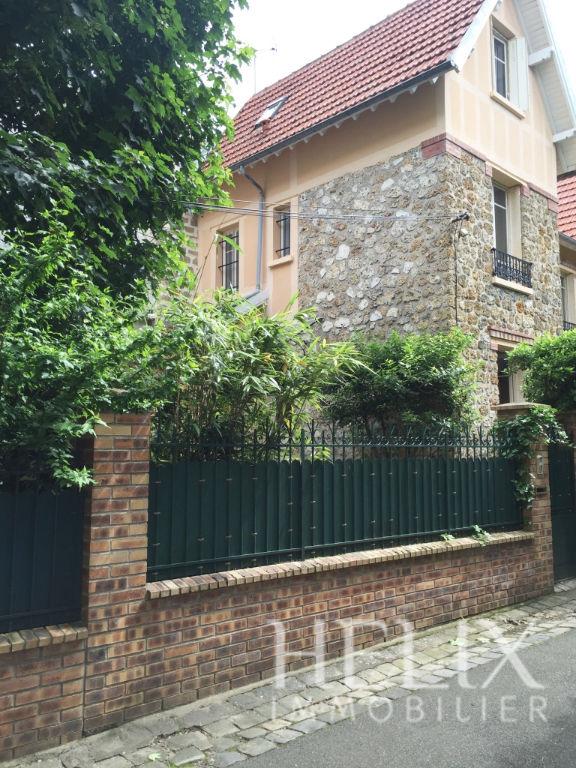 Dans le centre ville de saint Germain en Laye une maison avec 4 chambres