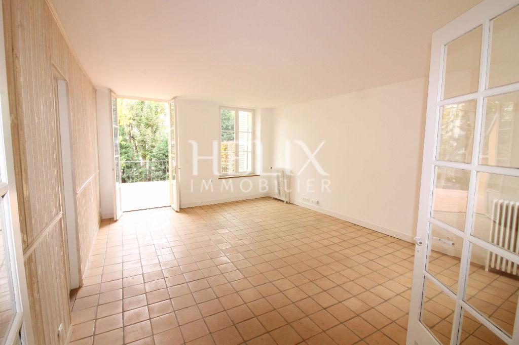 Charme pour cette jolie maison de 173M² 10/15 mn à pied RER A